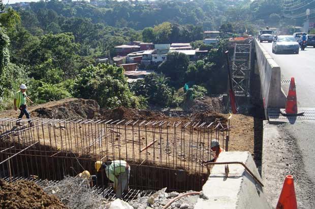 Inició construcción de segundo puente entre Jardines del recuerdo y Pozuelo