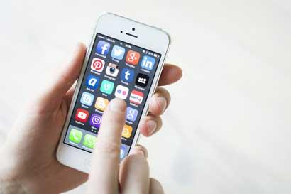 Defensoría rechaza eliminar fijación de tarifas para celulares pospago