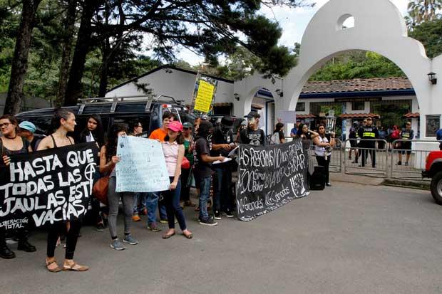 Ciudadanos protestaron para exigir cierre del Simón Bolívar