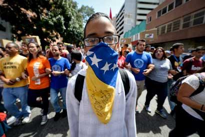 Unasur y Vaticano piden a gobierno venezolano y oposición cesar descalificaciones