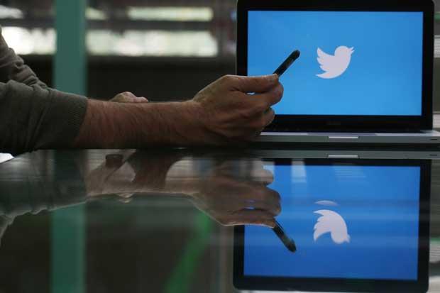 Twitter suspende cuentas de partidarios de supremacía blanca