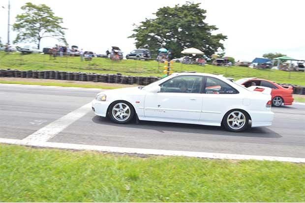 Piques de carros en ambiente seguro