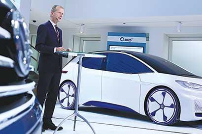 """Volkswagen apuesta a coches eléctricos para dejar atrás """"dieselgate"""""""