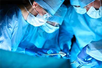 Extranjeros ahorran hasta 80% en precios de procedimientos médicos