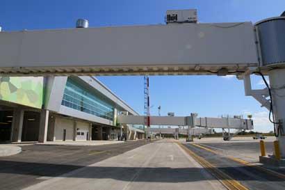 Aeropuerto Daniel Oduber permanece abierto y evalúa cierre