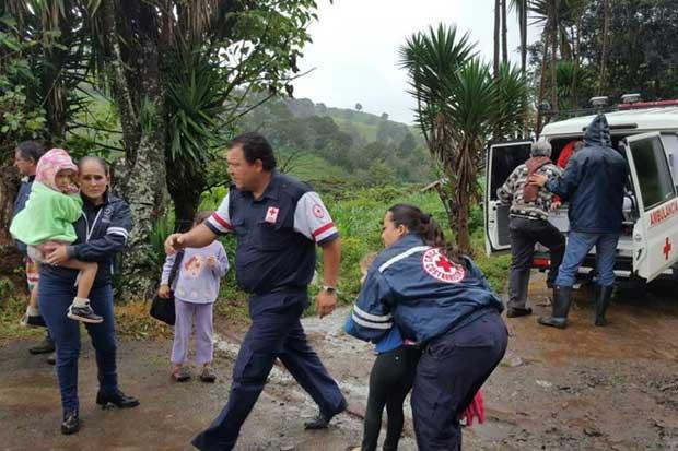 Tiendas Ekono dona 30 millones en ropa nueva para damnificados de huracán Otto