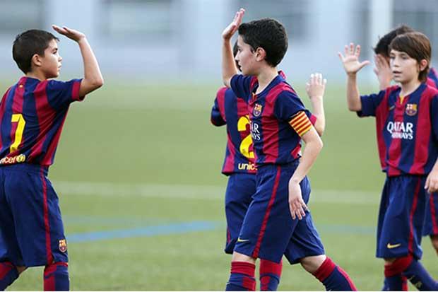 Demandan a FIFA por prohibir traspasos de menores
