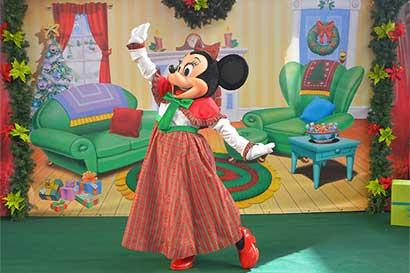 Almacenes Simán se visten con la magia de Disney