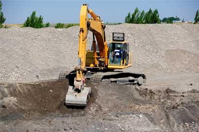 Constructora H Solís envía maquinaria para ayudar a damnificados