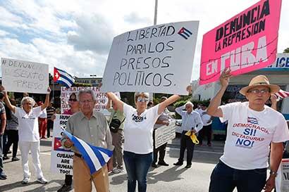 Oposición cubana baja las lanzas temporalmente por muerte de Fidel Castro