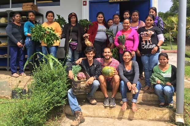 INA gradúa a 15 mujeres indígenas en agricultura ecológica
