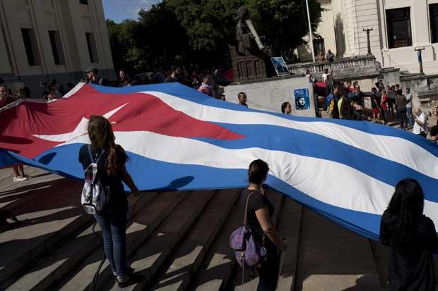 American reduce vuelos a Cuba y frustra planes de turistas