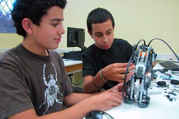 TEC abre matrícula de cursos de robótica para niños