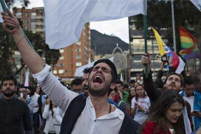 Colombia ratifica acuerdo de paz y prepara desarme de las FARC
