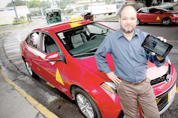 Taxistas panameños acuden a Coopetico para contar con mejor tecnología