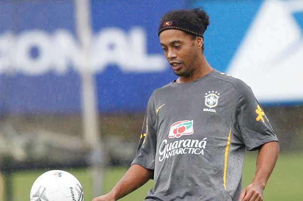 Ronaldinho ayudaría al Chapecoense, confirma su representante