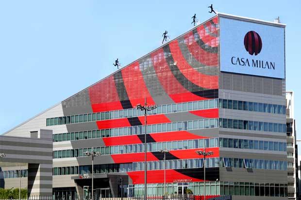 Comprador chino de AC Milan de Berlusconi analiza retraso a 2017