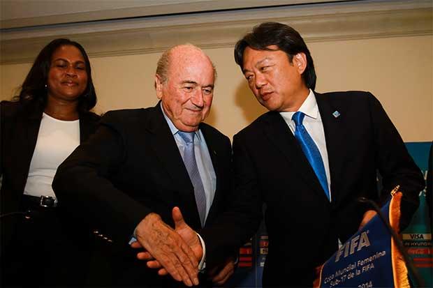 Blatter queda definitivamente en fuera de juego