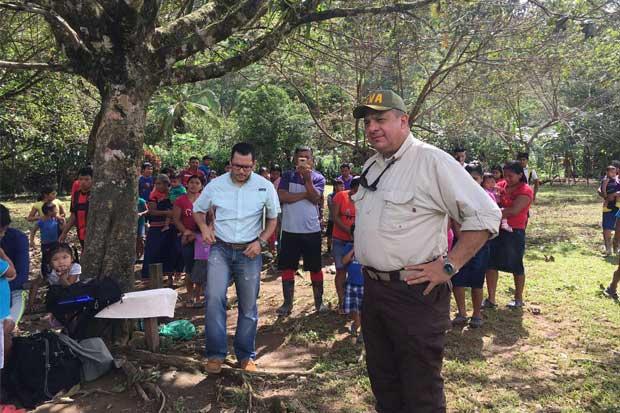 Presidente Solís con nota alta en atención de huracán Otto