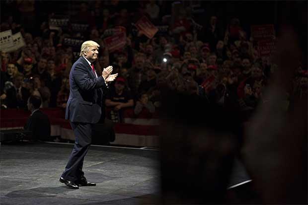 Trump convoca a líderes de tecnología tras oposición del sector
