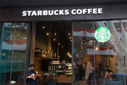 Starbucks quiere clientes a la hora del almuerzo