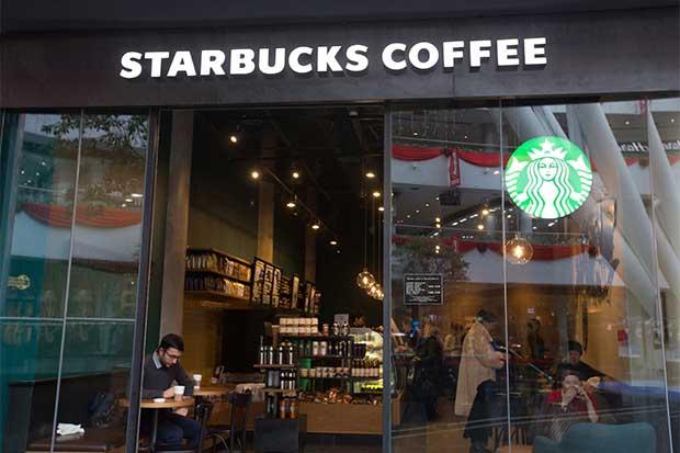 Starbucks apunta a atraer clientela a la hora del almuerzo