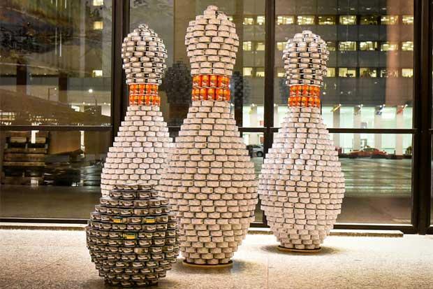 Competencia de esculturas con latas busca combatir el hambre