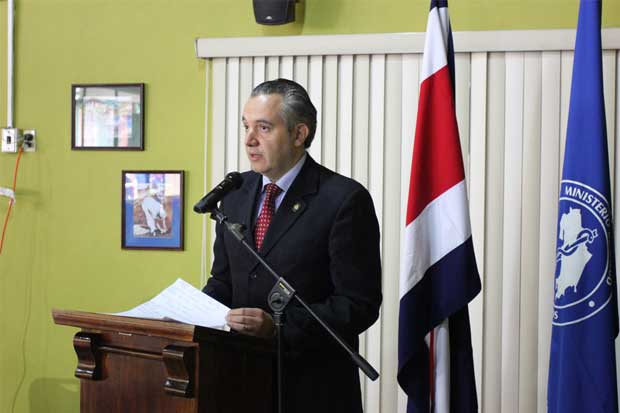 Ministro Fernando Llorca será auditor general de Salud