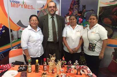 Feria Nacional Empresarial arrancó en Antigua Aduana
