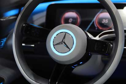 Mercedes-Benz superaría a BMW como líder en autos de lujo
