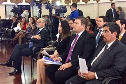 Contraloría presentó tres proyectos para redefinir refrendo en contrataciones públicas