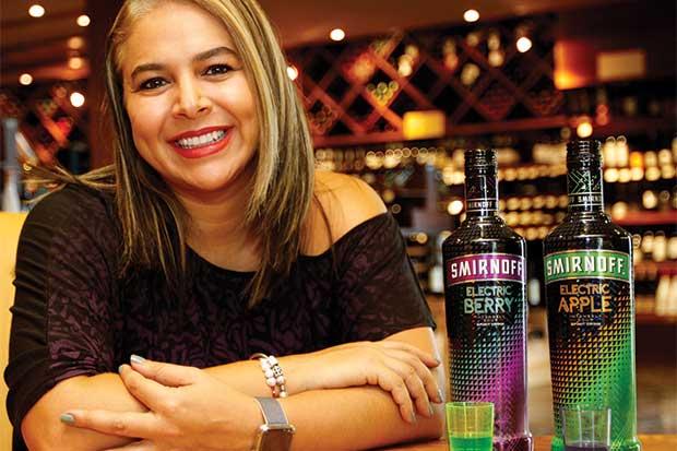 Smirnoff lanzó nueva bebida con colores fluorescentes