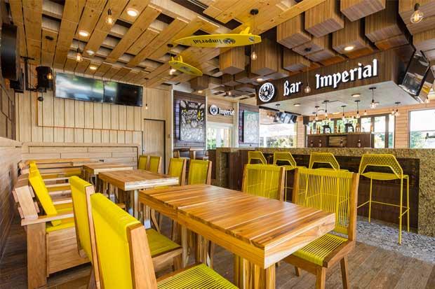 Bar Imperial abre en Playa Conchal
