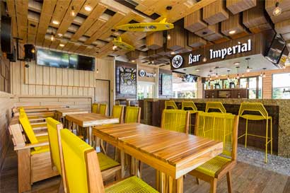 Bar Imperial abre en Playa Conchal