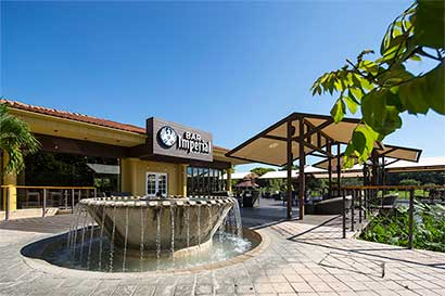 Imperial abre bar en playa Conchal