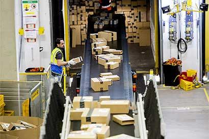 Cansancio de pilotos podría provocar que los regalos de Amazon no lleguen en Navidad