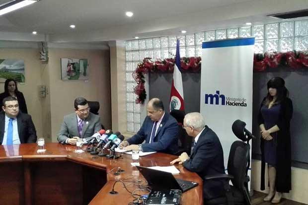 Presidente firmó ley de lucha contra fraude fiscal