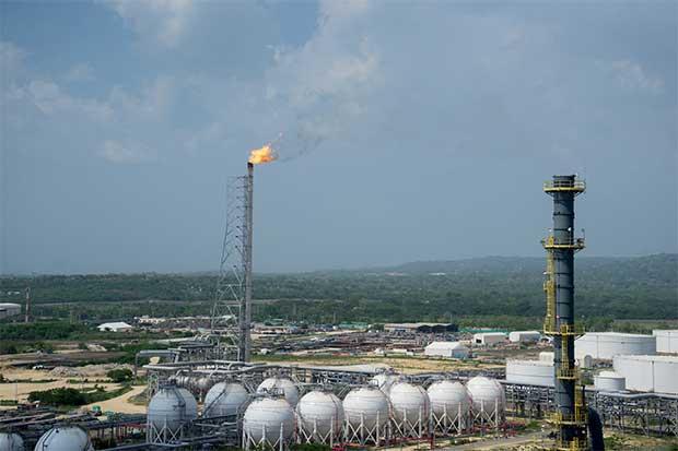 Refinerías de EEUU roban protagonismo a competidores en exportación a Latinoamérica