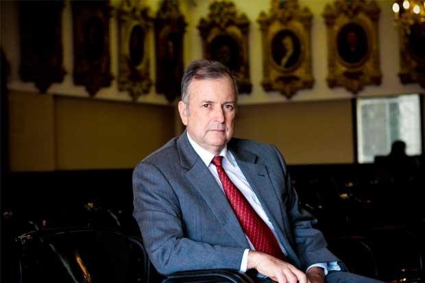 Ottón Solís propone limitar contribuciones privadas a los partidos
