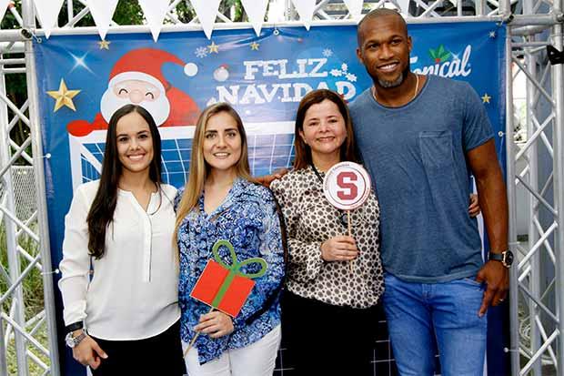 Niños celebraron las fiestas de fin de año con iconos del fútbol