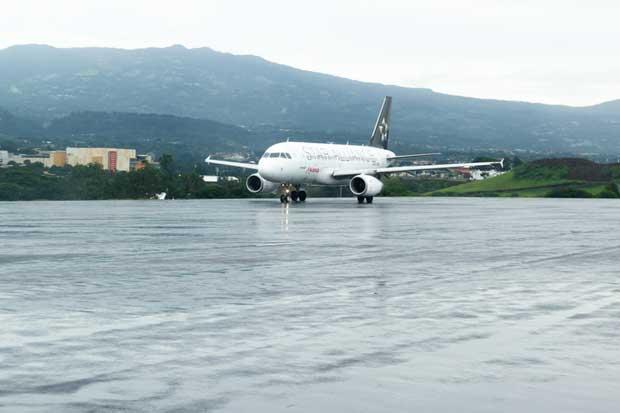 32 vuelos cancelados por caída de ceniza