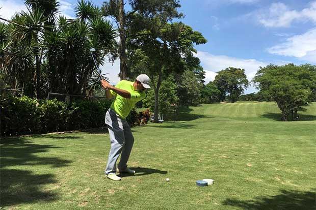 Golf tico en manos de profesionales