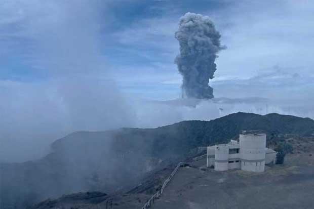 Declaran alerta verde en Valle Central por ceniza del volcán Turrialba