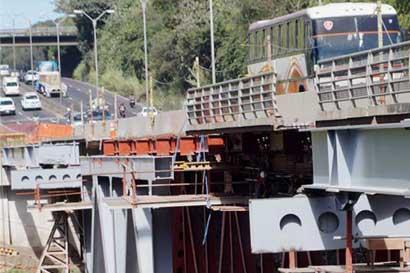 """MOPT no autoriza transbordos de transporte público por cierre del puente de la """"platina"""""""