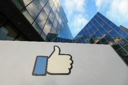 Lucha de Facebook contra noticias falsas la acerca a los medios