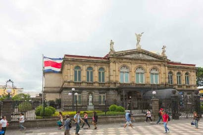 BCIE contribuye a la conservación del Teatro Nacional