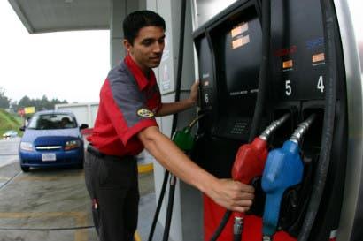 Precios de la gasolina podrían aumentar hasta en ¢28
