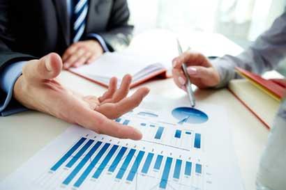 Proyecto para regular remuneraciones es insuficiente, según contralora