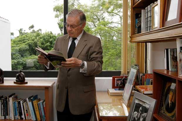 Expresidente Rodríguez se opone a traslado de pensión complementaria al IVM