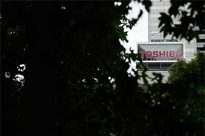 Toshiba considera escisión de negocio de chips de memoria
